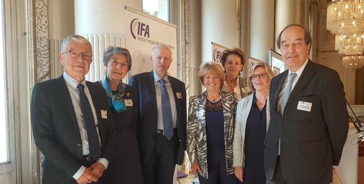 de gauche à droite : Michel de Fabiani, Gilberte Lombard, Jean Lambrechts, Nicole Bouton, Agnès Touraine, Hélène Solignac, Charles Henri le chevalier